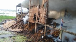 ​Incendio consume aserradero en Iquitos (FOTOS y VIDEO)