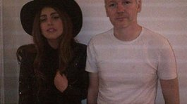 Lady Gaga  visita a Julian Assange
