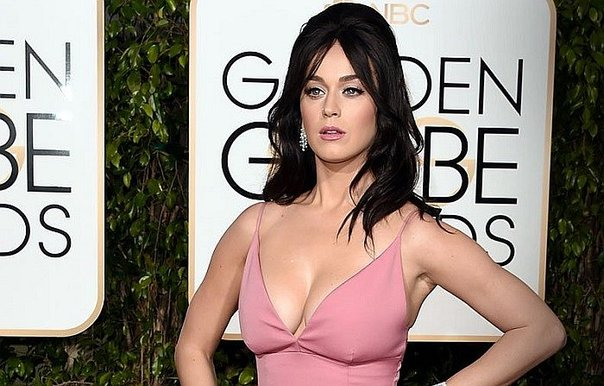 ​Katy Perry se desnuda en apoyo a Hillary Clinton (VIDEO)