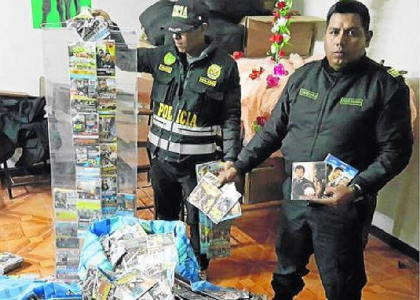 Puno: incautan más de 15 mil CD de videos piratas en Ilave