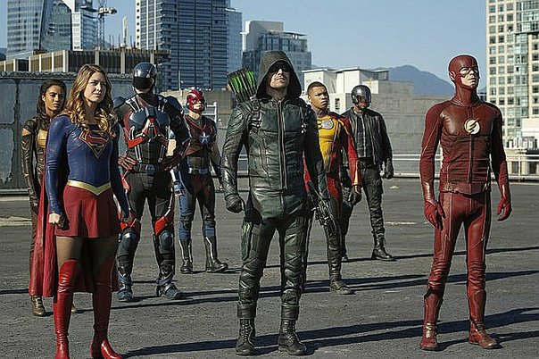 Supergirl, Arrow y Flash: nuevas fotos del crossover 'Héroes vs Aliens'