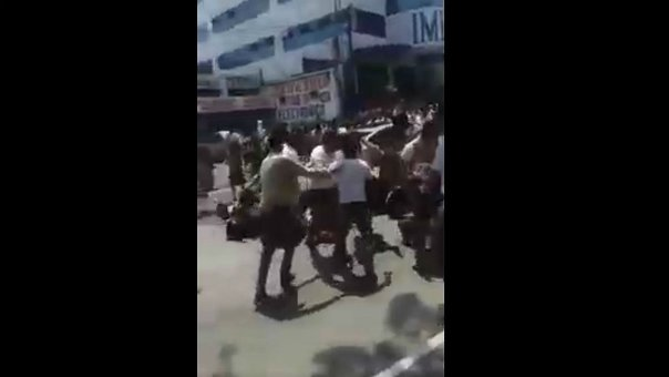 Así atropellaron a 13 estudiantes que protestaban (VIDEO) ADVERTENCIA IMÁGENES FUERTES