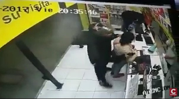 Trujillo: Cámaras de seguridad captan asalto a farmacia (VIDEO)