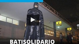 Batman argentino visita hospitales (VIDEO)