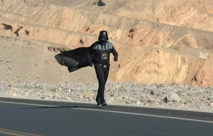 Corre vestido de 'Darth Vader' para lograr récord Guinness (VIDEO)