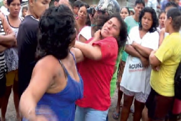 Hermanas disputan a golpes terreno en Iquitos