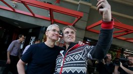 iPhone 6: Tim Cook se sacó selfies con los fans de Apple