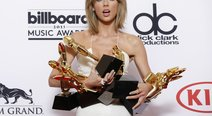 ​Taylor Swift arrasó en los premios Billboard