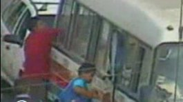 (VIDEO): Delincuentes roban hasta dentro de combis en SJM