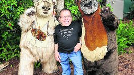 Warwick Davis vuelve a la saga Star Wars: Episodio VII (Video)
