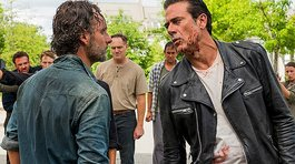 The Walking Dead regresa con sed de venganza (VIDEO)