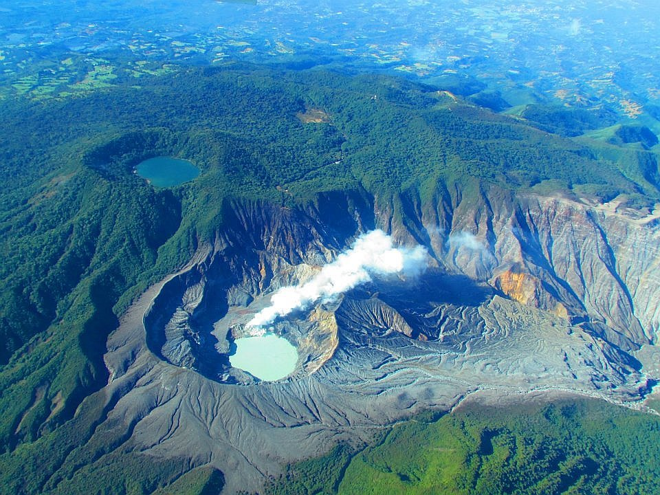 Costa Rica: ​Volcán Poás lanza material incandescente (VIDEO y FOTOS)
