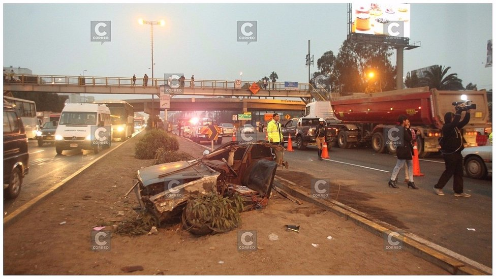 Panamericana Sur: conductor provoca accidente y auto queda partido en dos (VIDEO)