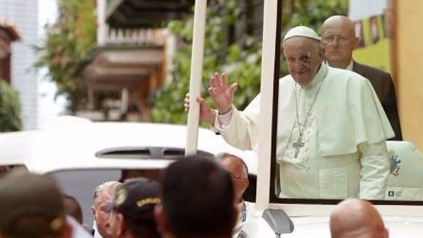 Papa Francisco: sumo pontífice se golpea cuando intentaba saludar a un niño (FOTOS Y VIDEO)