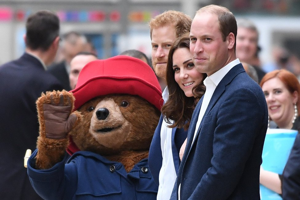 Kate Middleton reaparece bailando con el osito peruano 'Paddington' (VIDEO)