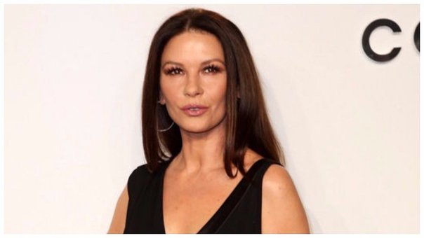Catherine Zeta Jones reapareció en evento de la FIFA pero lució irreconocible (FOTOS Y VIDEO)