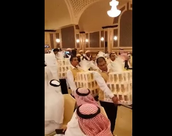 Arabia: le regalan un iPhone 8 a cada invitado de una boda
