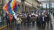 Marcha en Cusco por carretera hacia Machu Picchu (VIDEO)