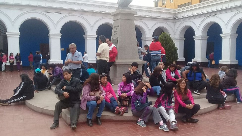 Trujillo: Trabajadores administrativos de la UNT en huelga, toman local central (VIDEO)