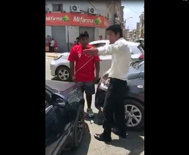 Chiclayo: Dos vehículos chocan en intersección vial de Chiclayo (VIDEO)