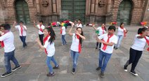 Papa Francisco en el Perú: Jóvenes sorprenden con flashmob en la Plaza Mayor del Cusco (VIDEO)