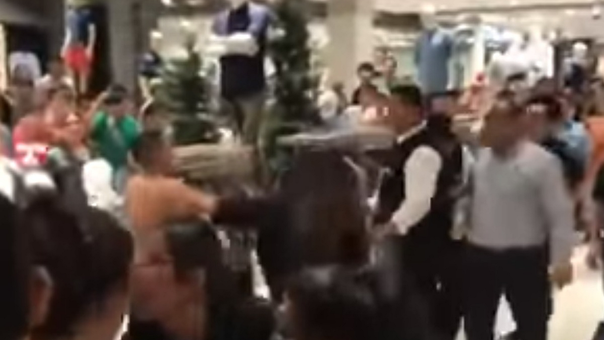 SJM: Incidente genera alarma dentro del Mall del Sur en vísperas de navidad (VIDEO)