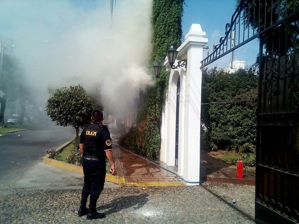 Trujillo: Pirotécnicos causan incendio en local de eventos en urbanización Primavera (VIDEO)