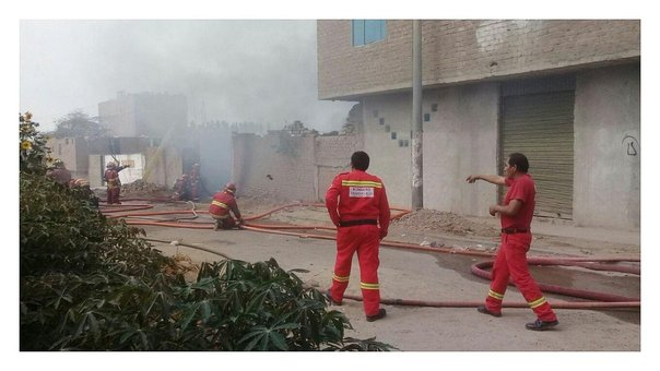 Incendio consume un taller y cochera en Florencia de Mora (VIDEO)