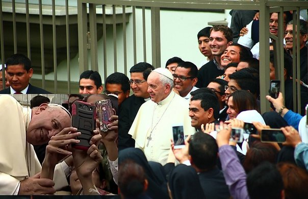 ​Papa Francisco se tomó selfies con la población (VIDEO y FOTOS)