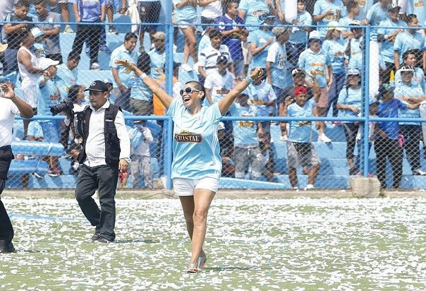 Bettina Oneto lució ropa interior previo al encuentro Sporting Cristal vs Universidad de Chile (FOTO)