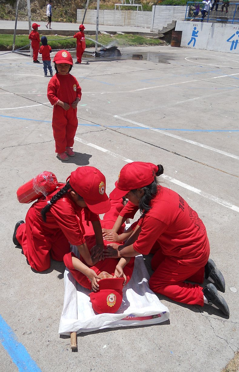 Clausuran primer curso de bomberitos junior en Churcampa