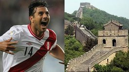Claudio Pizarro disfruta de la Muralla China a solo unas horas de Rusia 2018 (VIDEO)