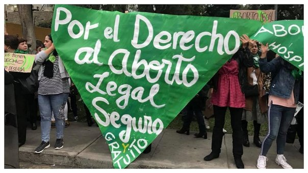 "Realizan ""pañuelazo"" en Lima a favor del aborto legal en Argentina (VIDEO)"