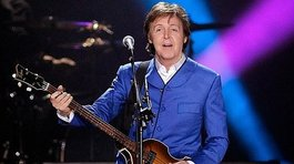 Paul McCartney comete curioso error en concierto (FOTOS)