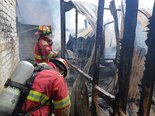 Incendio consume precaria vivienda en Chiclayo (VIDEO)