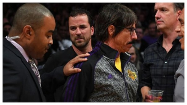 ​Red Hot Chili Peppers: Anthony Kiedis fue expulsado de un partido de la NBA (VIDEO)