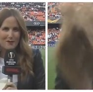 Europa League: periodista recibió terrible pelotazo en la antesala del Valencia vs Arsenal (VIDEO)