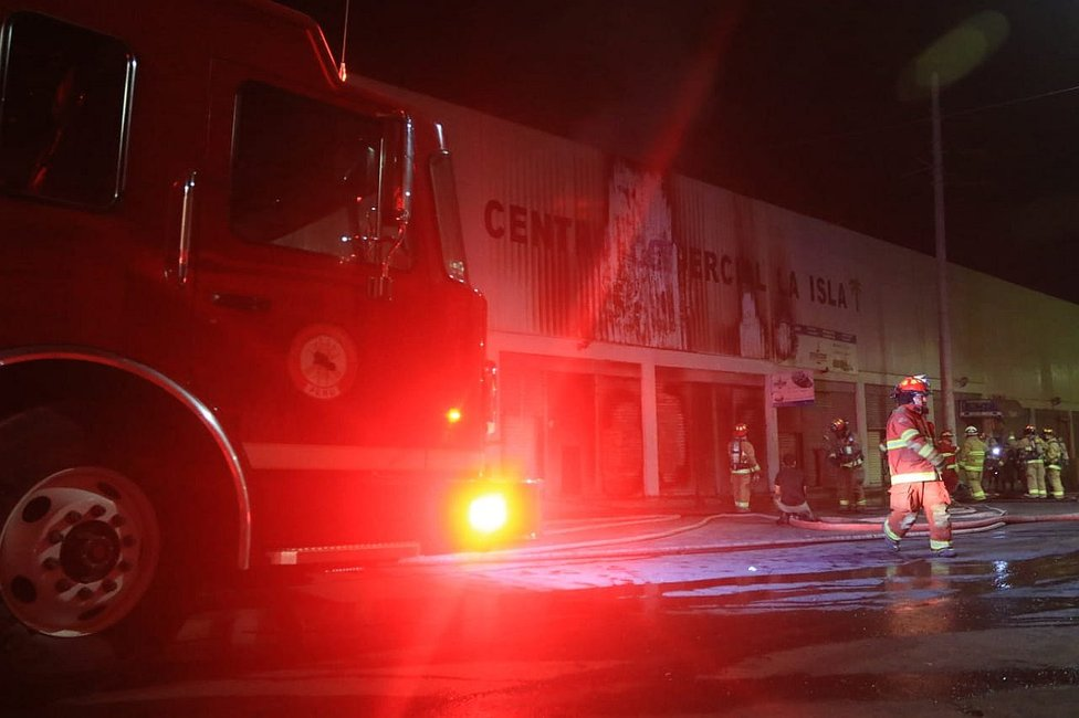 Dantesco incendio en centro comercial La Isla  (FOTOS Y VIDEOS)