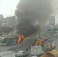 Bus interprovincial se incendia en Panamericana Norte (VIDEO y FOTOS)