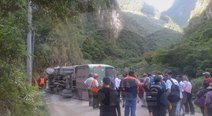 Cusco: Bus con turistas se vuelca en ruta hacia Machu Picchu  (VIDEO y FOTOS)