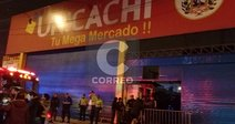 Incendio consumió tres puestos del mercado de Unicachi (FOTOS y  VIDEO)