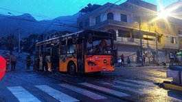 ​Bus del Metropolitano se incendia en Independencia (VIDEOS)