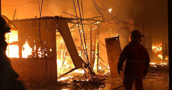 Incendio consume 80 puestos de mercado de Huarmey (FOTOS Y VIDEO) - Diario Correo